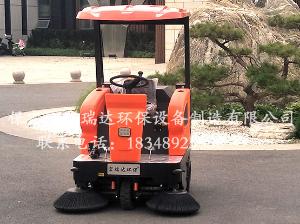 HRD-1450半封闭驾驶式扫地车