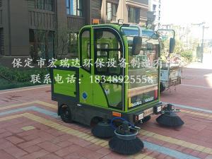 保定贝博手机网页驾驶式清扫车在天津西青小区上岗